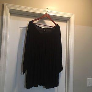 Torrid Size 4 (26/28) Black V-neck Top